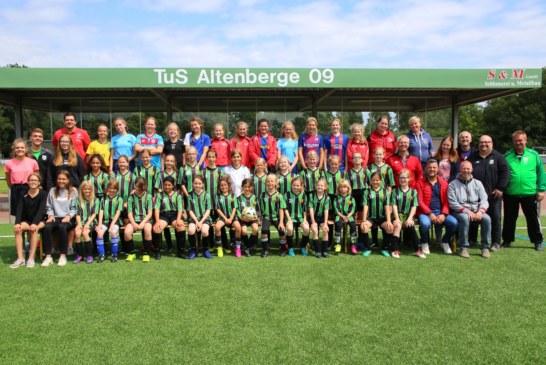 Meidenvoetbal, de grens over! Internationaler Vereinstag für Mädchenfußball beim TuS.